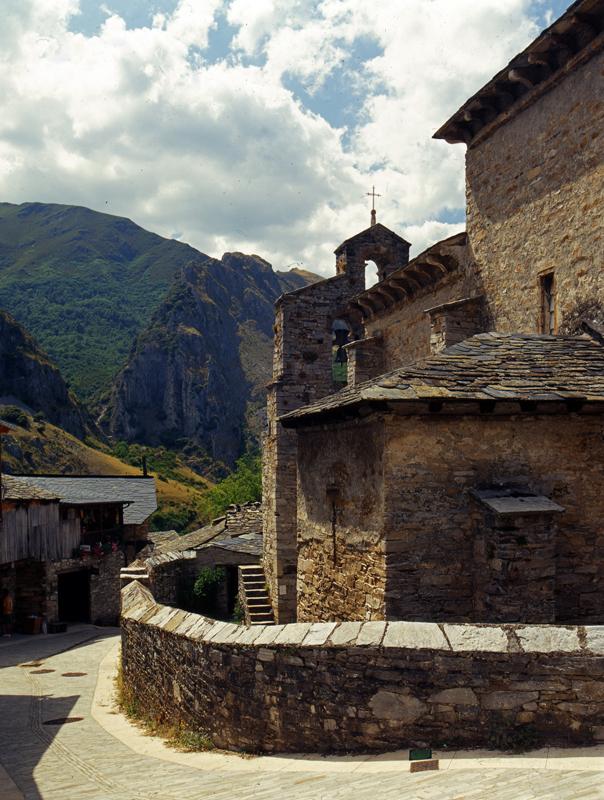 Iglesia de Santo tomas de Ollass, Camino de Santiago Francés