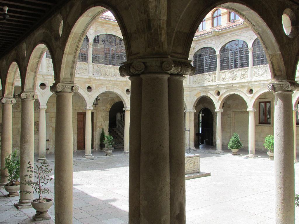 Turismo de León - PALACIO DE LOS GUZMANES (The Guzmanes Palace)